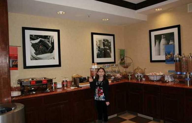 Hampton Inn Brattleboro - Hotel - 4