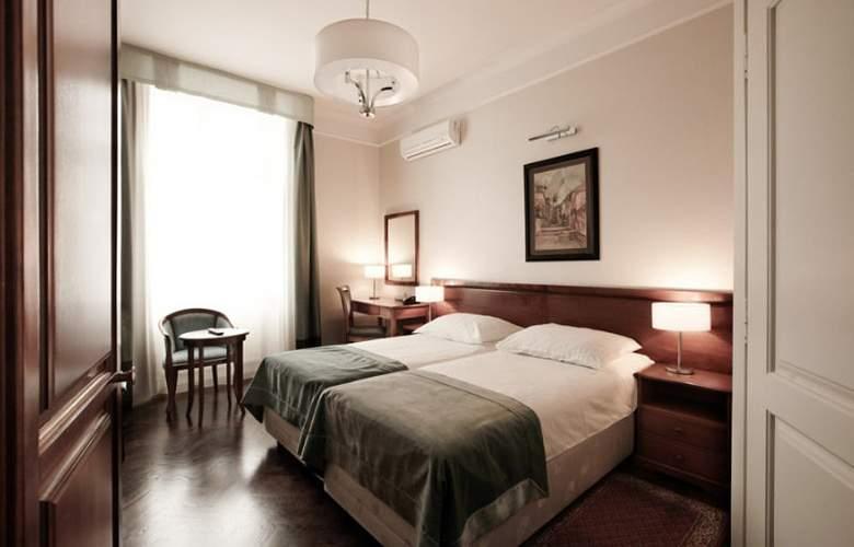 Senacki - Room - 3