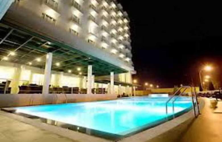 Sintesa Peninsula Hotel Palembang - Pool - 1