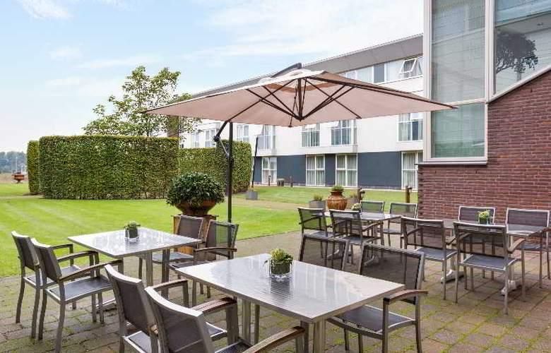 NH Waalwijk - Terrace - 12