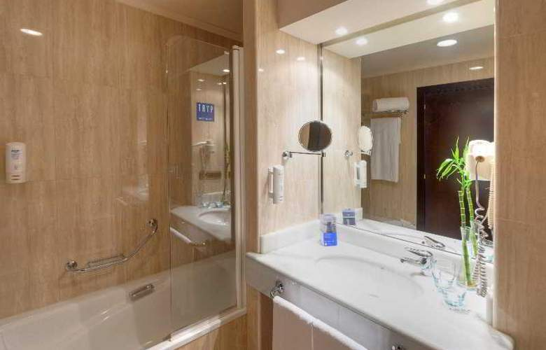 Exe Oviedo Centro - Room - 24