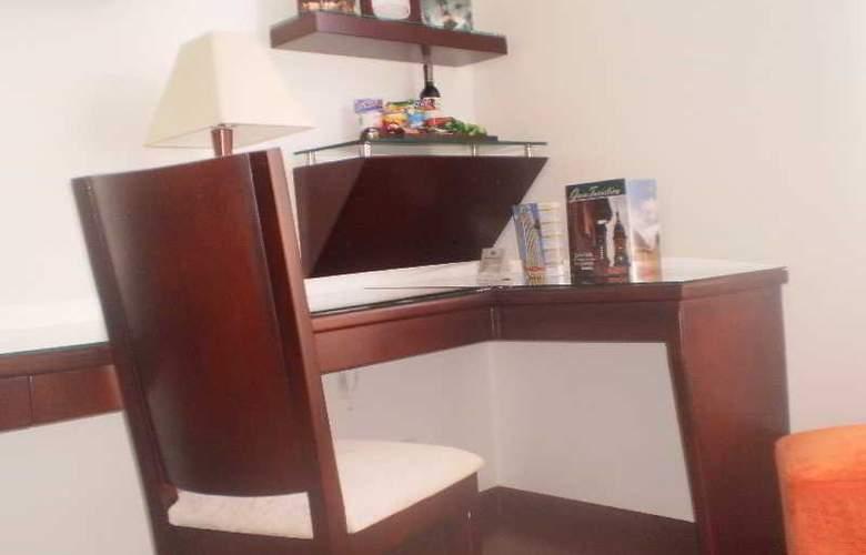 Hotel Platinum Suite - Room - 13