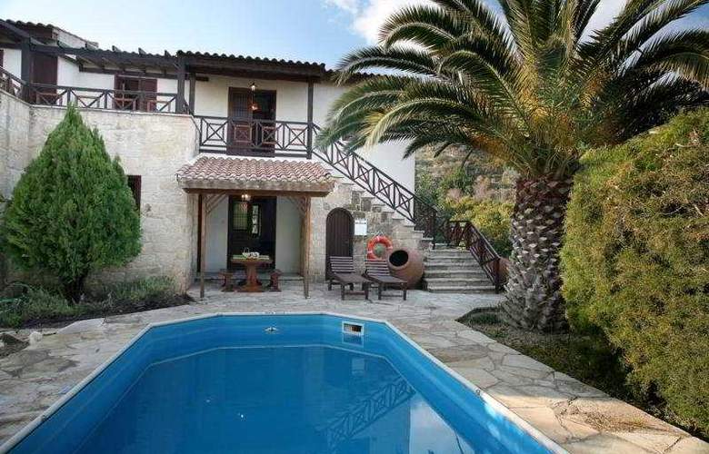 Z&X Holiday Villas - Pool - 3