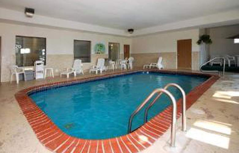 Comfort Inn & Suites - Pool - 5