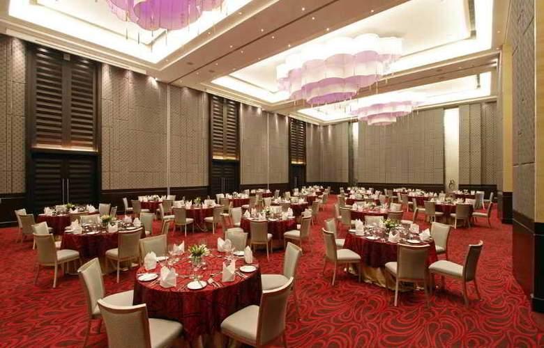 Holiday Inn Mumbai International Airport - Restaurant - 9