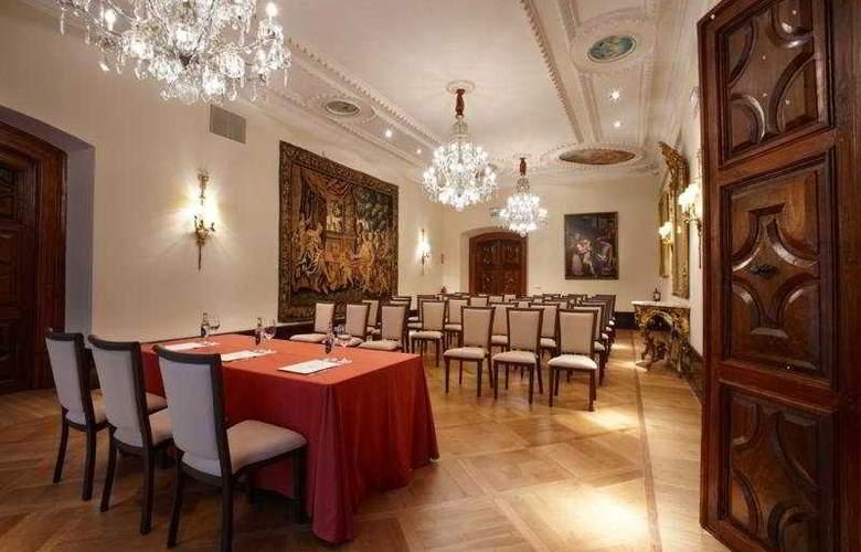 Palacio Guendulain - Conference - 11