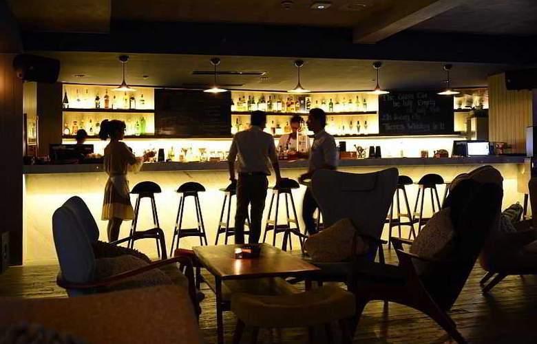 IZE Seminyak Bali - Bar - 35