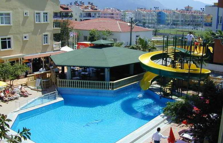 Maxwell Holiday Club - Pool - 5