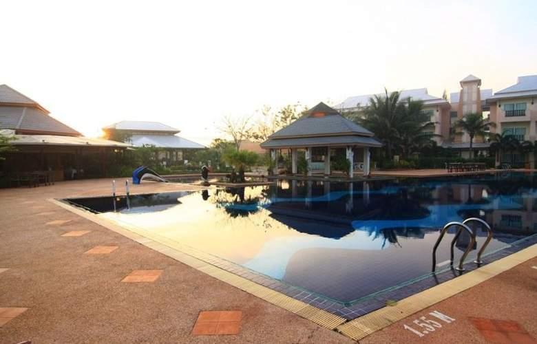 Eastiny Resort & Spa, Pattaya - Pool - 14