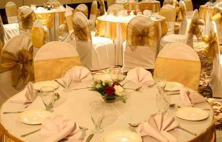 Ambassador Mumbai - Restaurant - 11