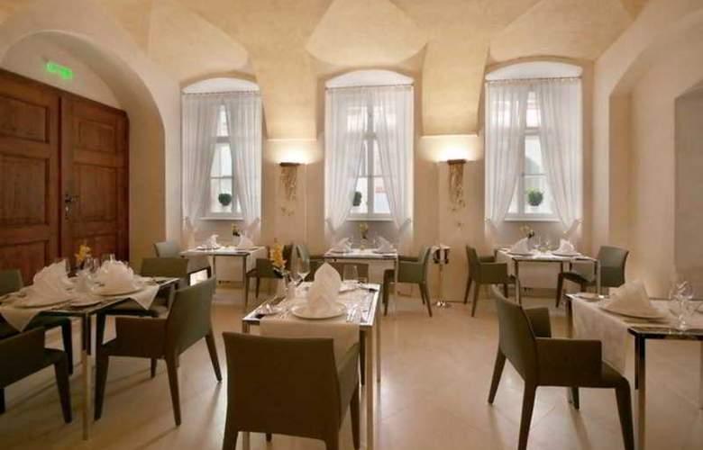 Three Storks Hotel - Restaurant - 27