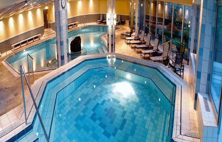 Radisson Blu Badischer Hof - Pool - 14