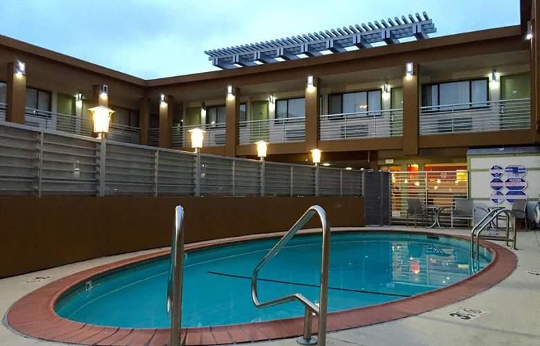 Civic Center Motor Inn - Pool - 5
