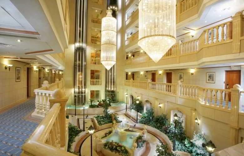 Hilton Beirut Metropolitan Palace - Hotel - 8