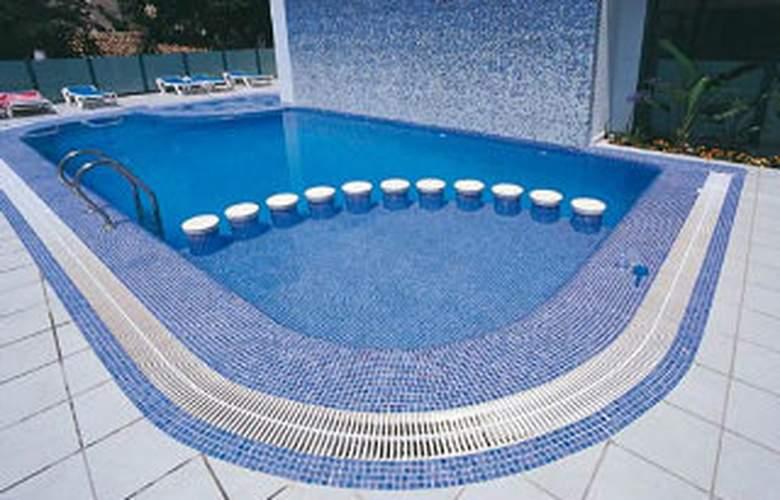 RH Riviera - Pool - 5