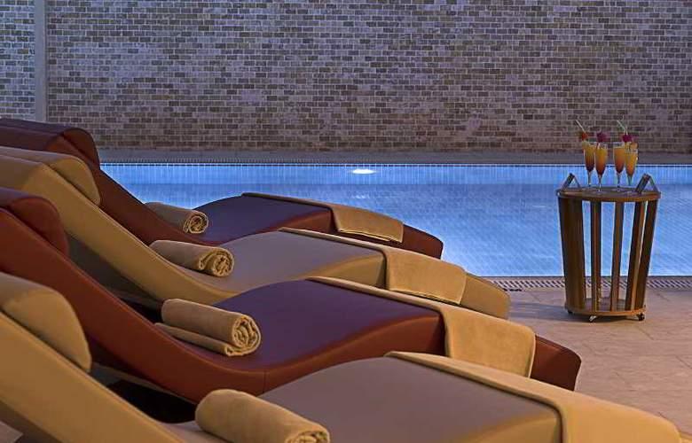 Ramada Hotel & Suites Atakoy - Pool - 15