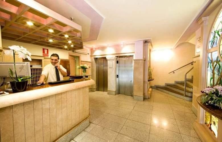 Monarque El Rodeo - Hotel - 4