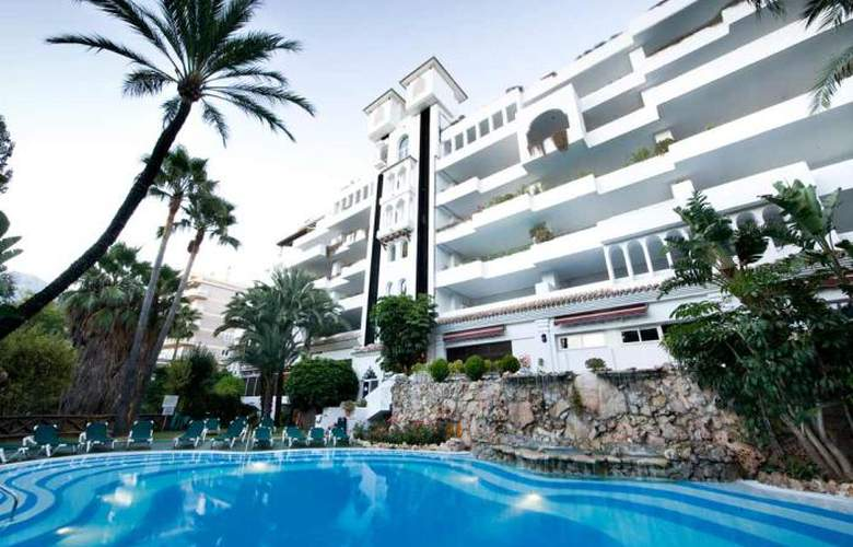 Monarque Sultan Aparthotel - Pool - 26