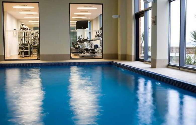 Radisson BLU Waterfront Hotel - Pool - 5