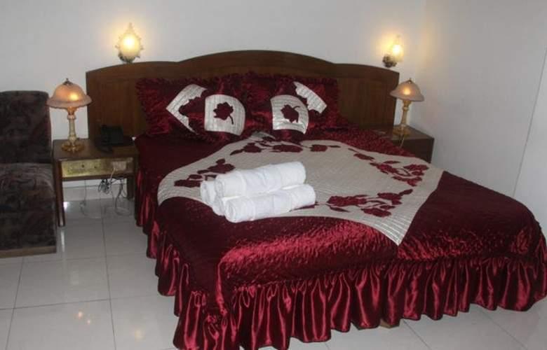 Surya Plaza - Room - 2