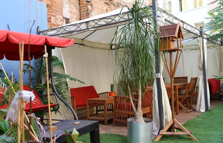 Sarajevo Hotel Taksim - Terrace - 15