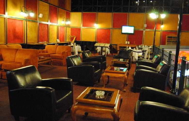 Pueblo Amigo Hotel Plaza & Casino Tijuana - Terrace - 5