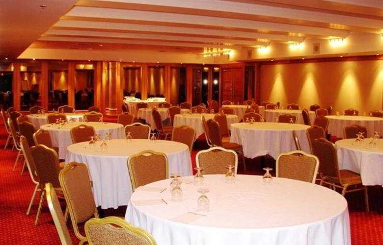 Best Western Plus Montreal Downtown Hotel Europa - Restaurant - 9