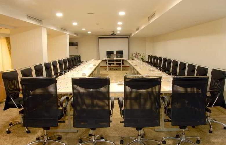 Mavi Surmeli - Conference - 4