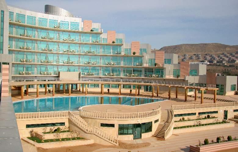 Ramada Baku Hotel - Pool - 3