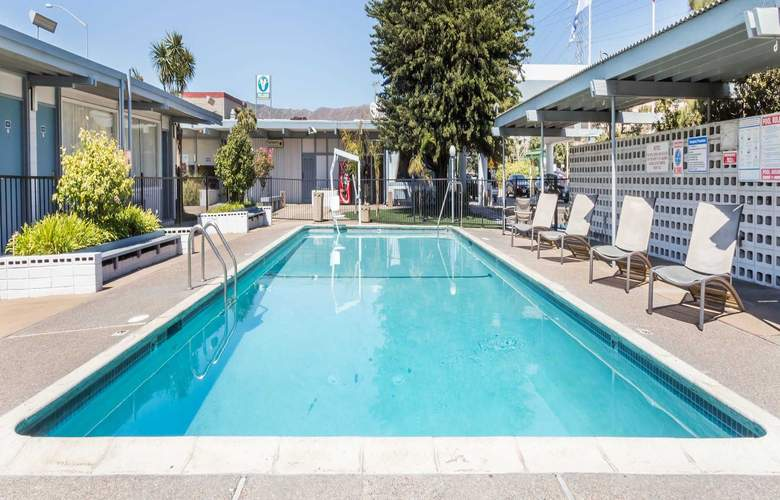 Travelodge by Wyndham San Francisco Airport North - Pool - 3