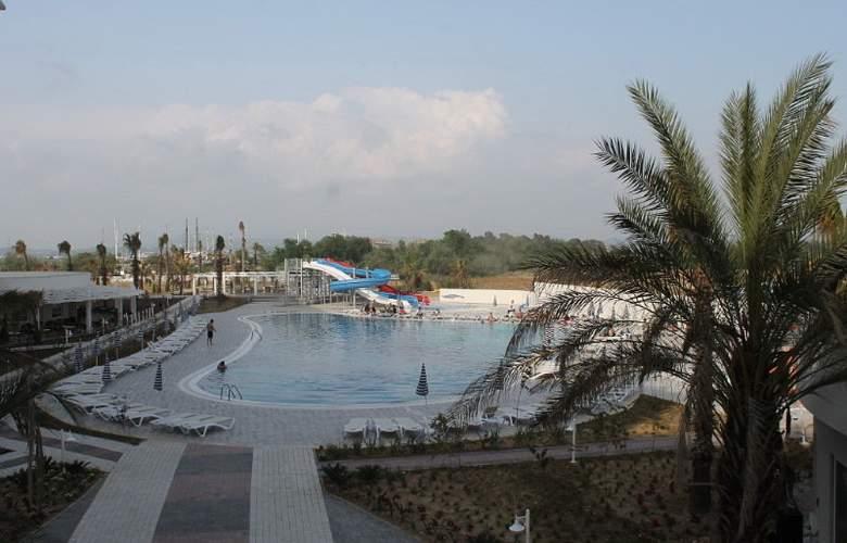 Lake & Riverside Hotel & Spa - Pool - 3