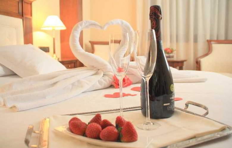 Hispanos 7 Suiza Apartament-Restaurant - Room - 8