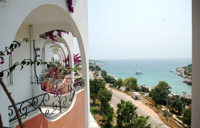 Calamie Hotel - Terrace - 6