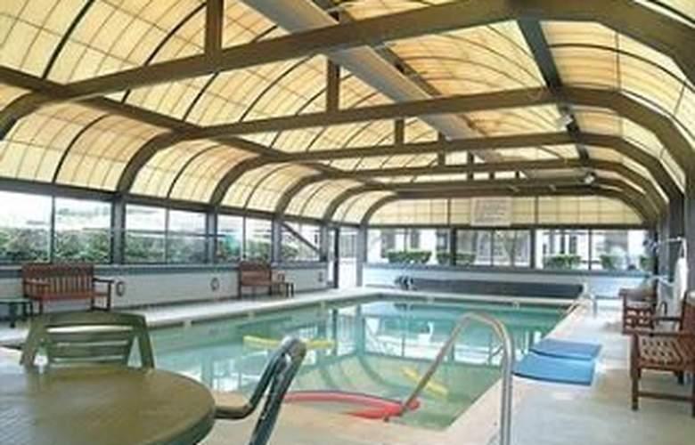 Wyndham VR Newport Onshore - Pool - 4