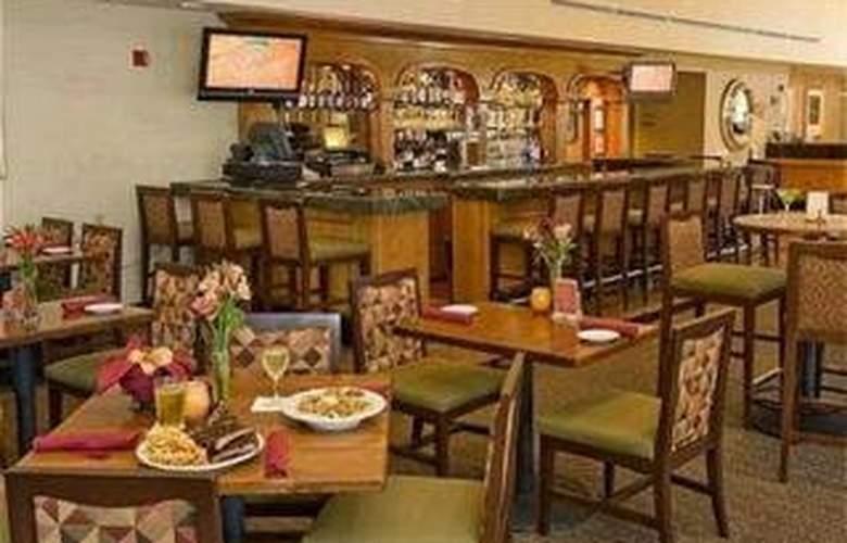 Holiday Inn Hotel & Suites Santa Maria - Restaurant - 2