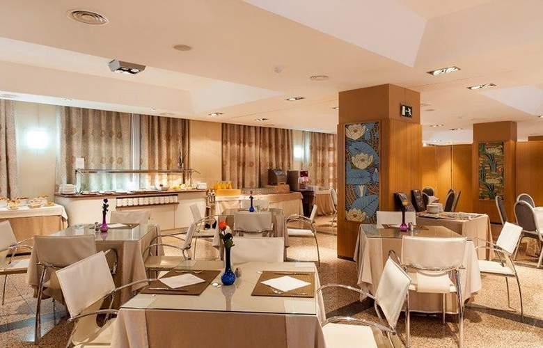 B&B Madrid-Fuenlabrada - Restaurant - 4