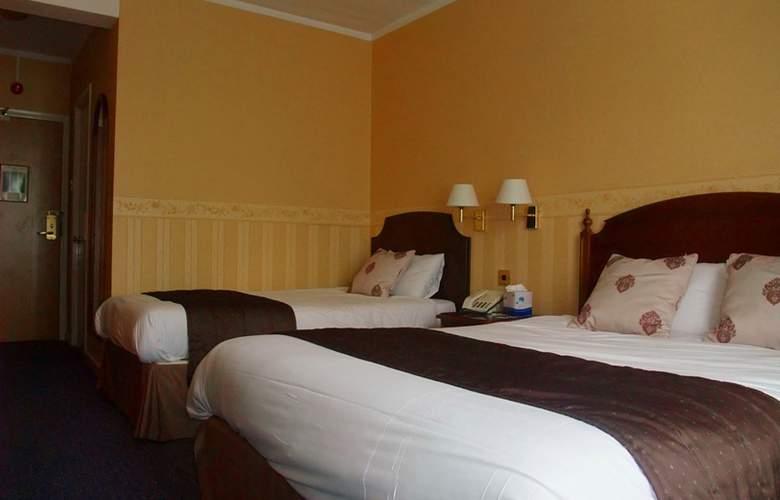 Ramada Crawley Gatwick - Room - 8