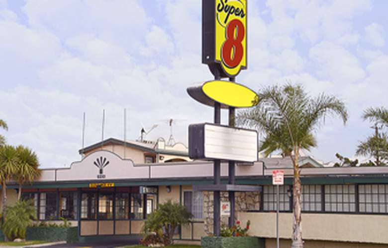 Super 8 Los Angeles Airport - Hotel - 4
