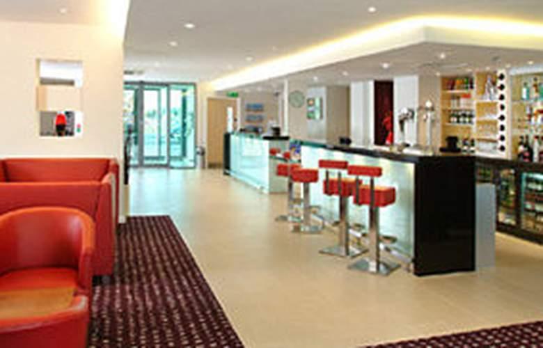 Holiday Inn Express Doncaster - Bar - 4