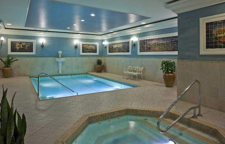 Courtyard by Marriott New Orleans French Quarter/Iberville - Pool - 6