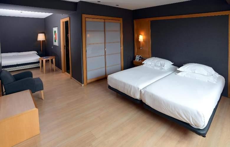 Barcelona Universal - Room - 35
