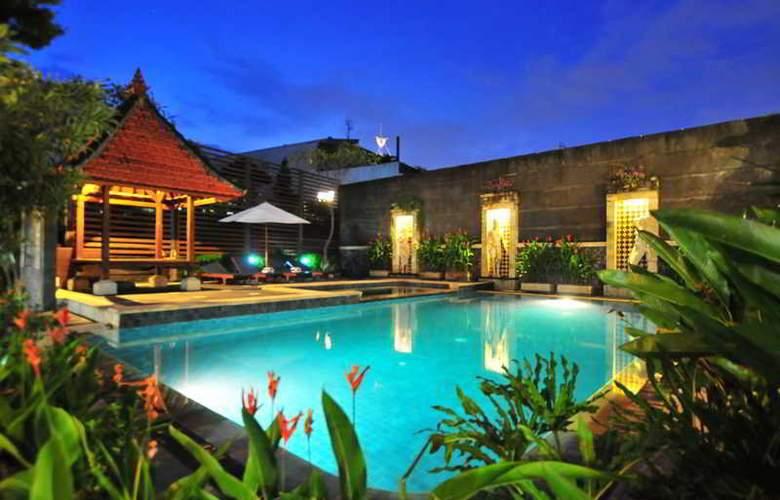 Sandat Legian Hotel - Pool - 2