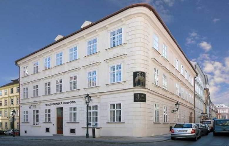Three Storks Hotel - Hotel - 9