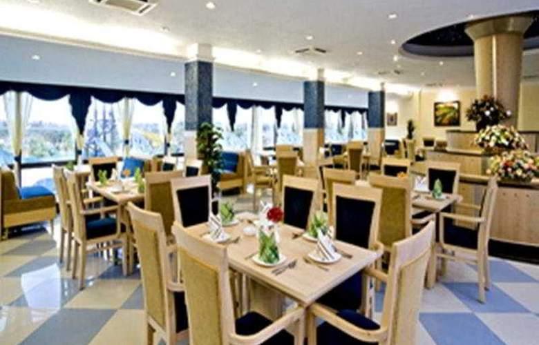 Clarks Exotica Airport Hotel - Restaurant - 7