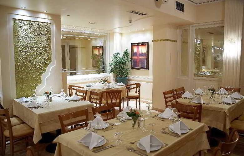 Achillion - Restaurant - 8