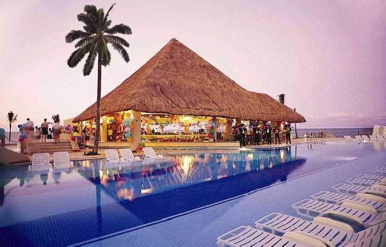 Riu Caribe - Pool - 5