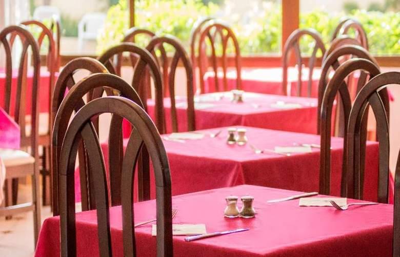 Ola Aparthotel Tomir - Restaurant - 33