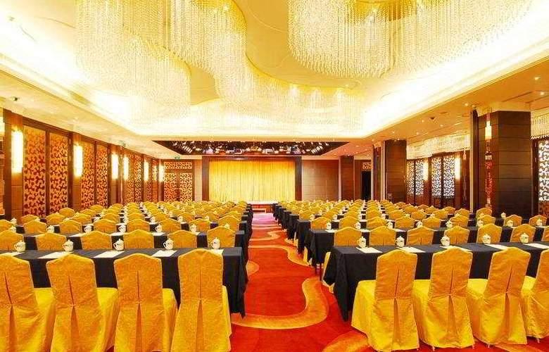 Yihe Ou Zhuang - Conference - 5