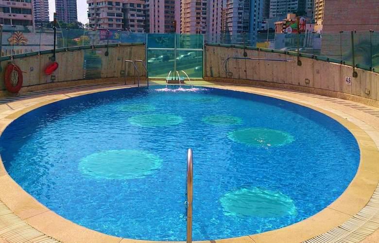Radisson Decapolis - Pool - 2