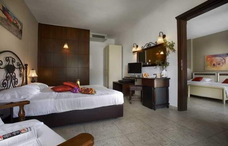 Athena Pallas Village - Room - 14